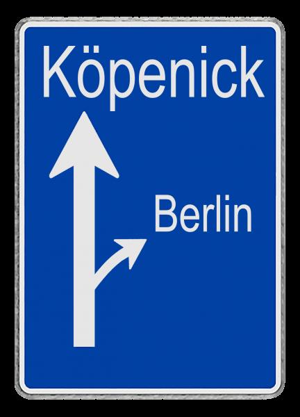 """Verkehrsschild - """"Köpenick geradeaus, Berlin abbiegen"""""""